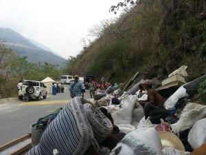 Familias barequeras desalojadas el 27 de marzo de 2015 por cuenta de la hidroeléctrica HidroItuango. Foto @RiosVivosCol - Vía Contagio Radio