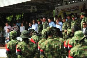 Santos Julio 16 2013 Desmovilización de 30 guerrilleros del ELN en coincidencia con visita de Navy Pillay