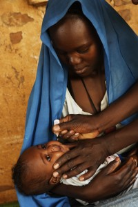 An infant is vaccinated against polio in the town of Kabkabia in North Darfur State. Photo credit: © UNICEF/NYHQ2006-0565/Noorani