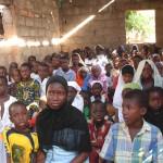 Unrealistic? A crowded classrom in Guinea Bissau...